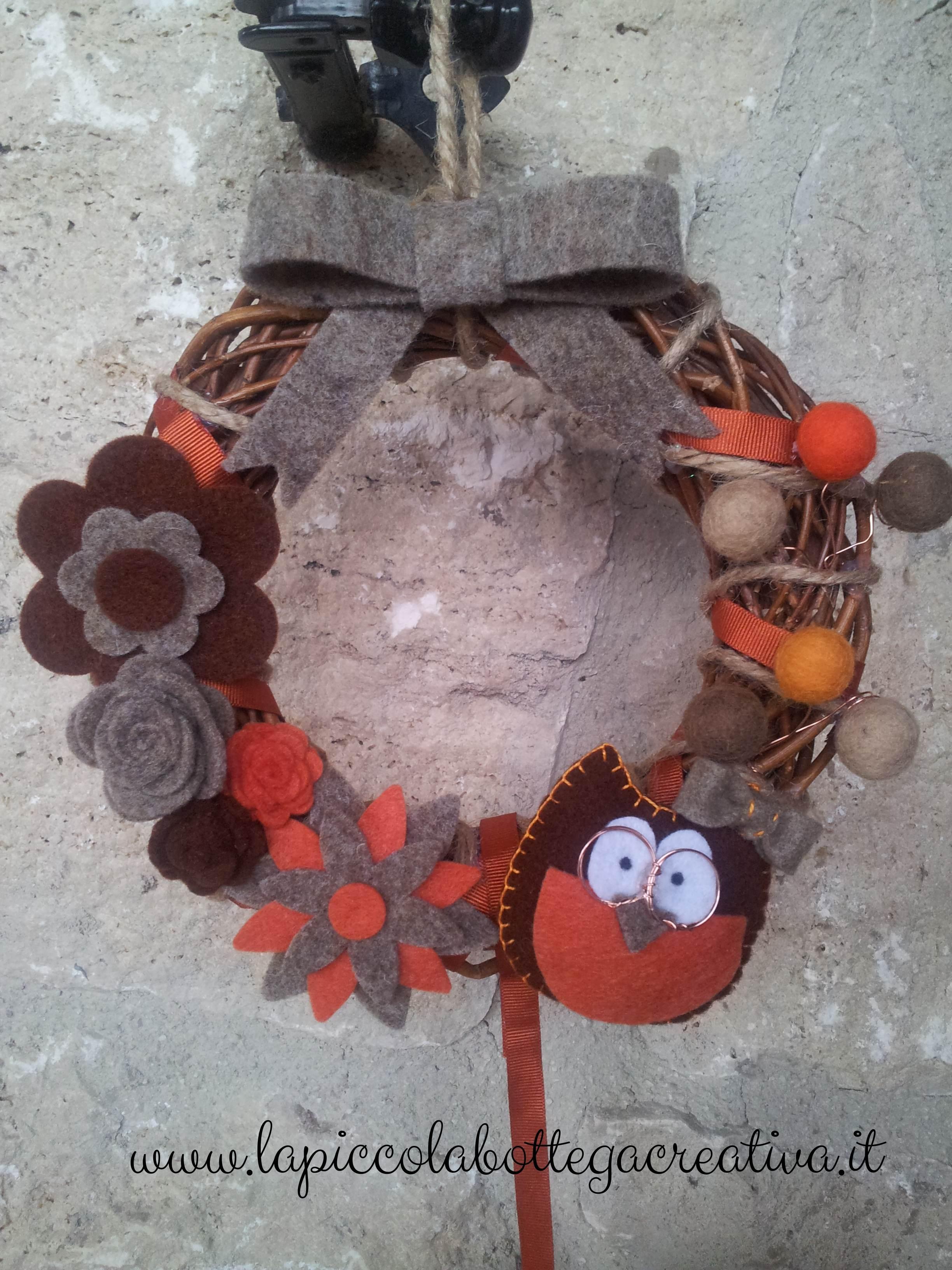 ghirlanda-vimini-decorata-feltro-gufo-fiori-arancio-avana