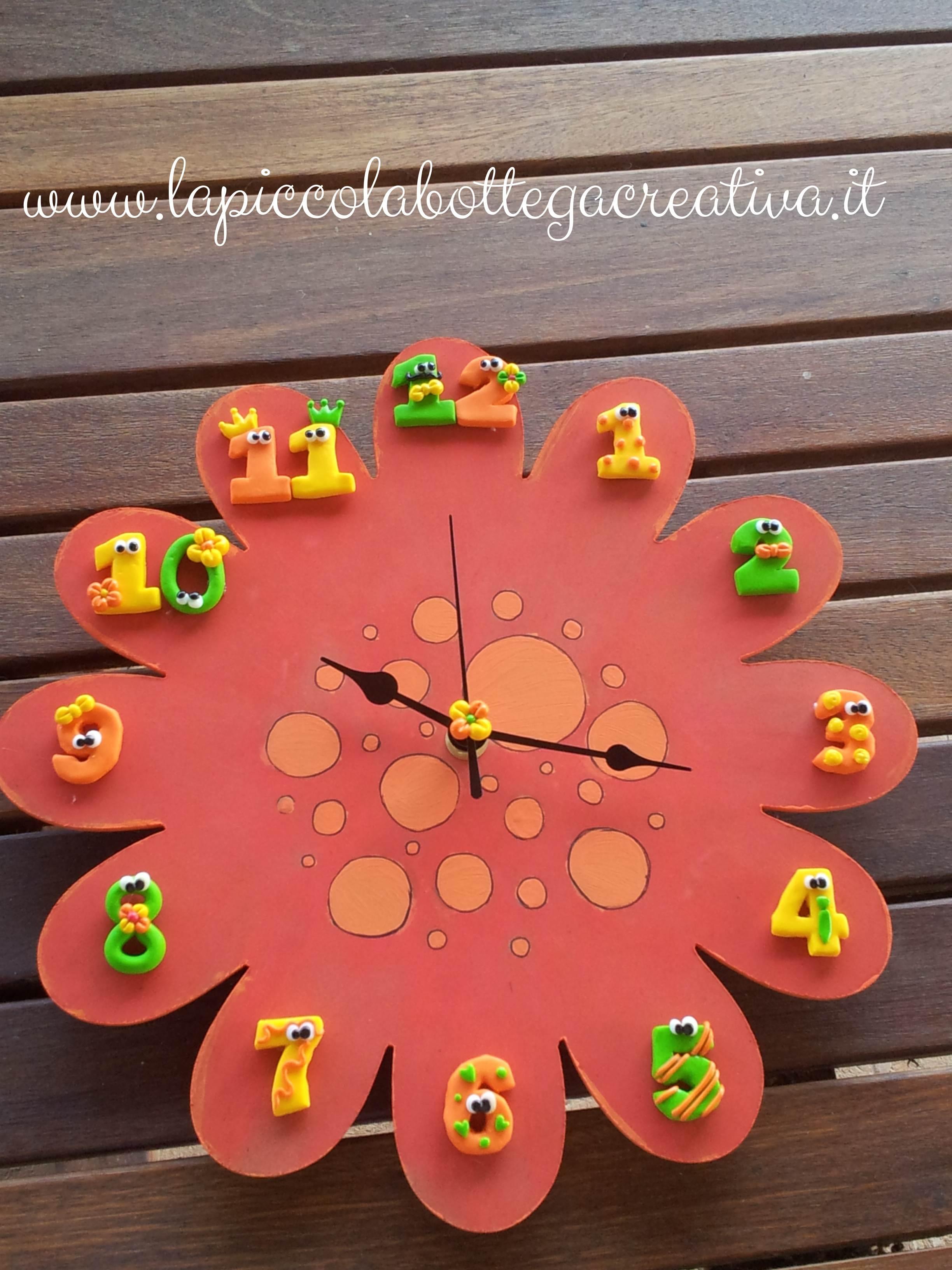 orologio-legno-fiore-decorato-fimo-arancione